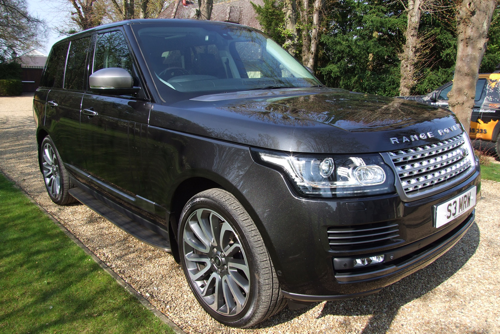 An image of a Range Rover V8 Vogue